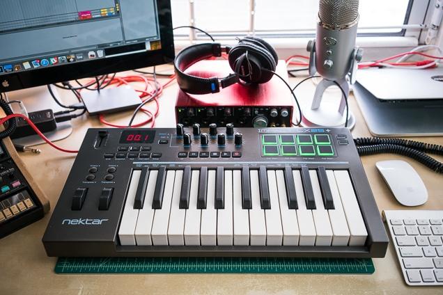 Mengenal MIDI (Musical Instrument Digital Interface) peterdevriesguitarcom.jpg