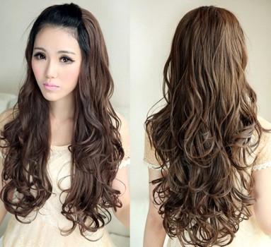 Model rambut panjang ikal dan bergelombang