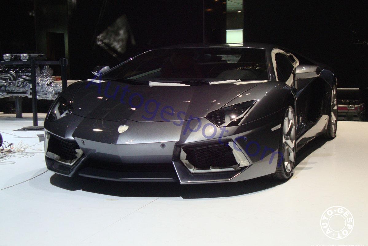 Luxury Lamborghini Cars: Lamborghini Aventador