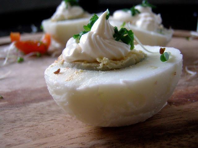 jajko Jajka w sosie majonezowo-chrzanowym