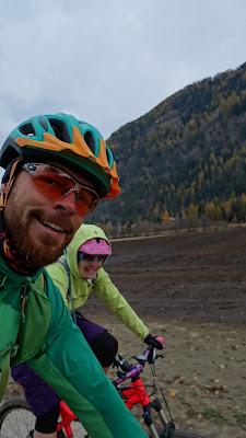 Biketouren im Herbst können ganz schön kalt sein