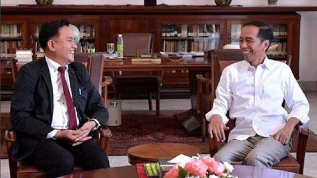 Pak Jokowi dan Prof Yusril pun Tertawa