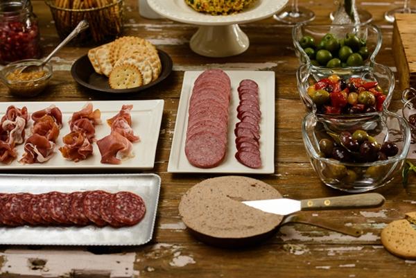 como arrumar mesa de aperitivos