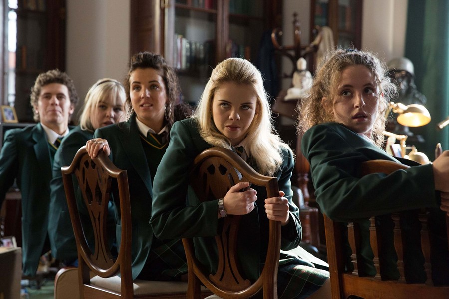 James, Clare, Orla, Erin y Michelle en 'Derry Girls'