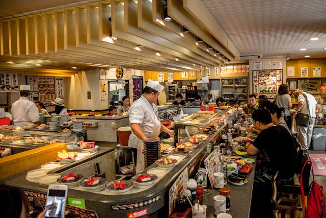 Sushi bar en Omotesando :: Canon EOS5D MkIII | ISO1600 | Canon24-105@24mm | f/4.0 | 1/25s