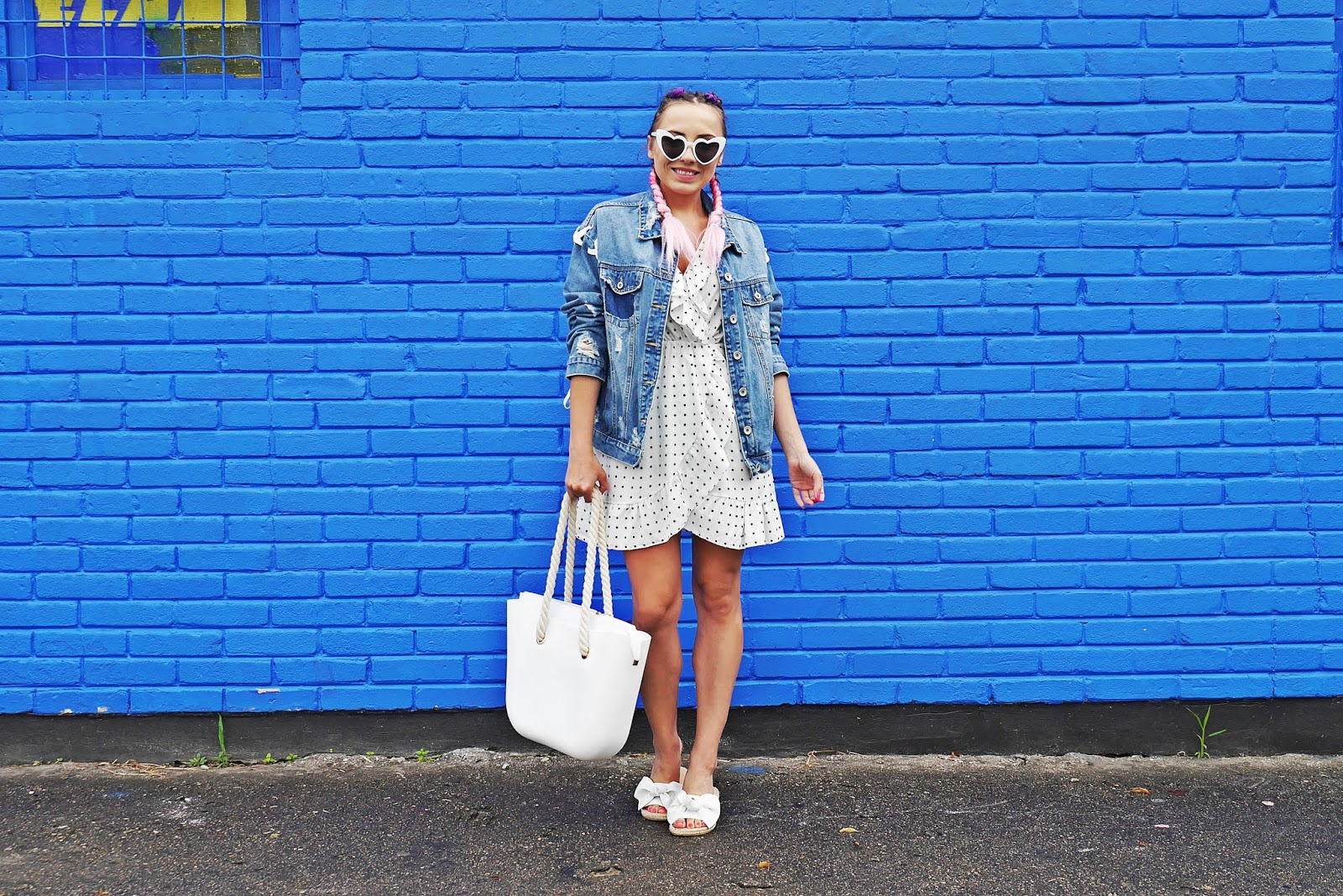 5_sukienka_w_kropki_jeansowa_kurtka_klapki_biale_renee_torebka_obag_karyn_blog_modowy_060818