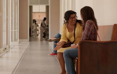 Thelma e Lurdes em cena da novela Amor de Mãe (Foto: Reprodução)