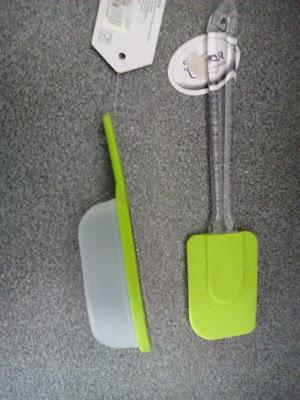 Irenaagd- Patelnia, łopatka silikonowa i  tarka z pojemnikiem