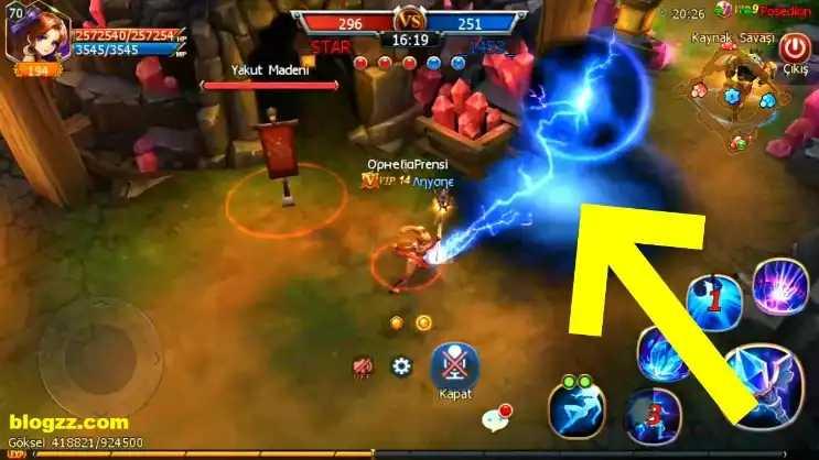 Sword of Chaos'da şaşırtıcı saldırılar yapmak ve tuzaklar kurmak galibiyet kazanmak için önemlidir.