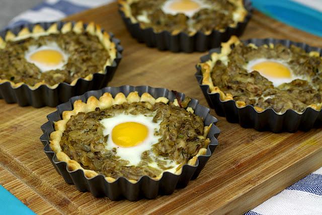 Pieczarkowe tartletki z jajkiem przepiórczym