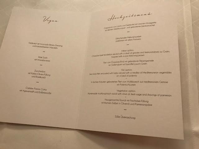 Hochzeitsmenü vegan englisch, London meets Garmisch-Partenkirchen, Sommerhochzeit im Vintage-Look in Bayern mit internationalen Hochzeitsgästen, Riessersee Hotel, Hochzeitsplanerin Uschi Glas