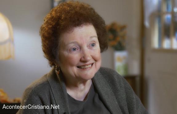 Anciana sanada de cáncer tras oración
