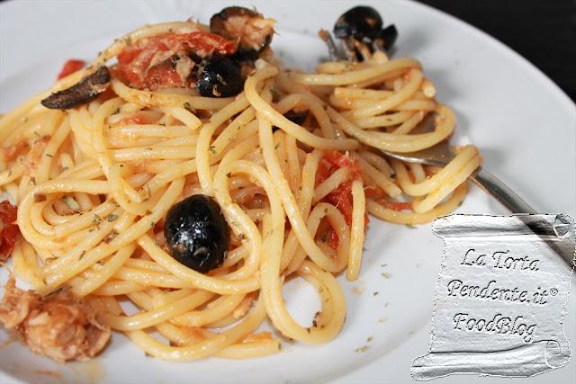 La Torta Pendente: Spaghetti alla Puttanesca
