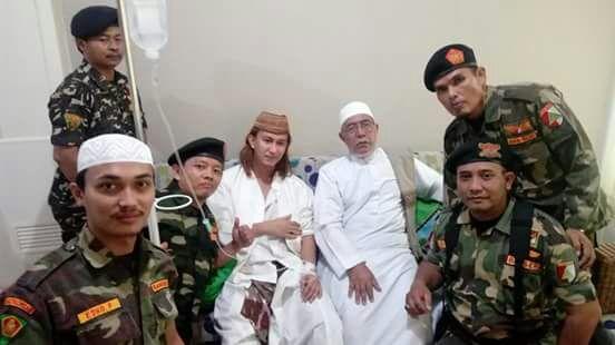 Banser ikut Merawat Sayid Bahar bin Smith yang Sedang Sakit