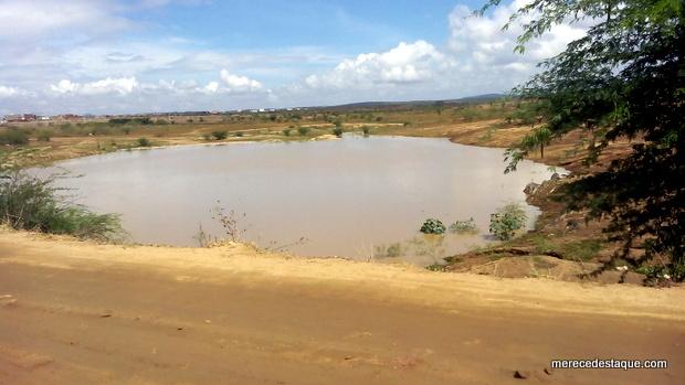 Açude da Manhosa volta a acumular água após chuvas em Santa Cruz do Capibaribe