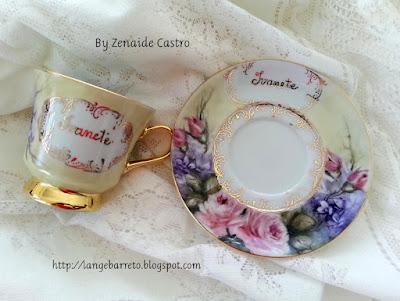 Xícara de porcelana pintada a mão.