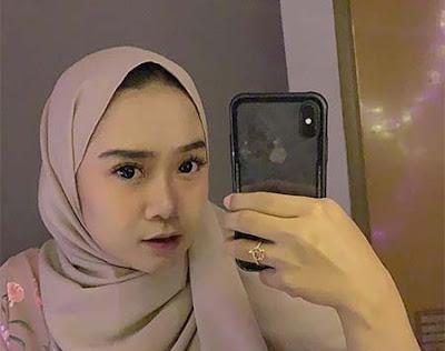 Regita Echa Tak Pakai Kacamata