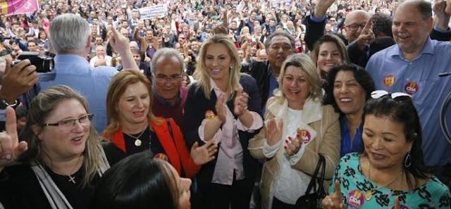 Prefeita em Curitiba apoiando Cida!