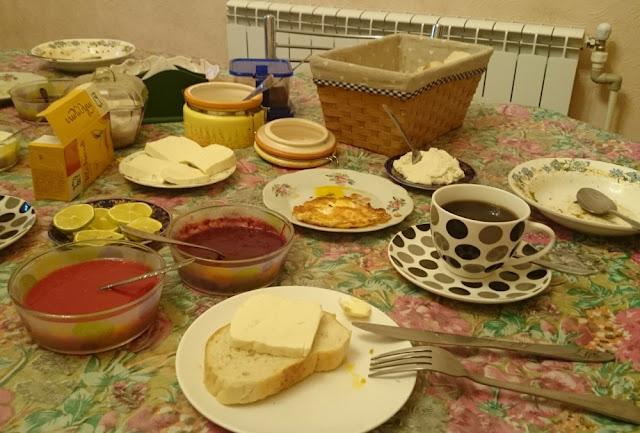 Leckeres Frühstück im Hotel Mkudro, Kutaissi