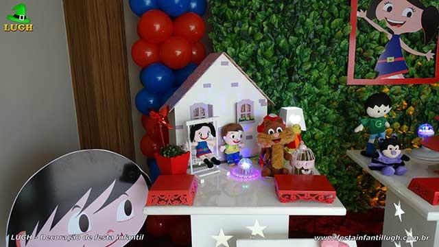 Mesa decorativa para festa de aniversário Show da Luna