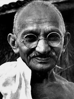 Foto de Mahatma Gandhi con lentes