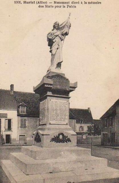 CPA monuments aux Morts de l'Allier, Huriel