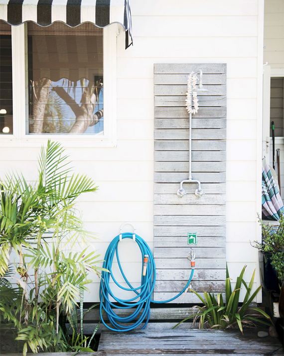 Outdoor shower | Image by Lauren Bamford via Mr Jason Grant
