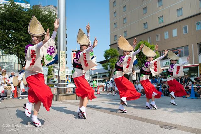 高円寺駅北口広場、江戸っ子連の舞台踊り 1