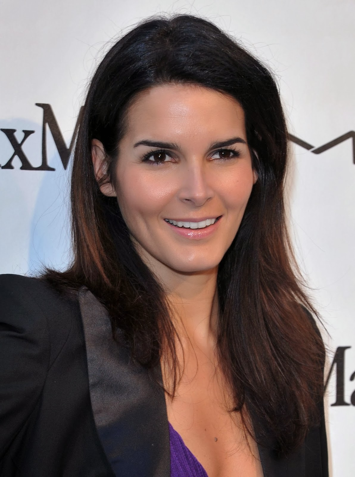 Angie Harmon At More Magazine September 2013: Latest Celebrity Photos: Angie Harmon Sexy And Hot Wallpapers