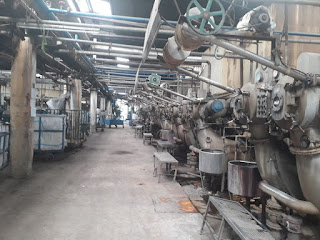 Gambar besi tua bekas mesin industri