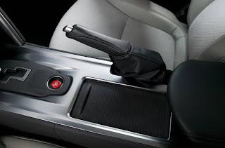 mungkin yang anda ketahui fungsi dari rem parkir atau rem tangan ini ialah digunakan atau Fungsi Lain Dari Rem Tangan Atau Hand Brake