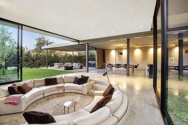 Casas minimalistas y modernas casa moderna en brighton for Casa minimalista vidriada