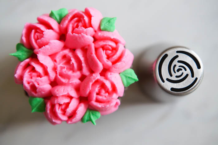 A beginner's guide to using Russian piping tips | bakeat350.net