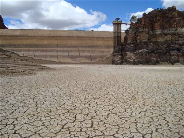 Beaufort West dam dry from news.za.msn in December 2010