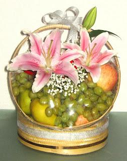 Rangkaian Parsel Bunga dan Buah