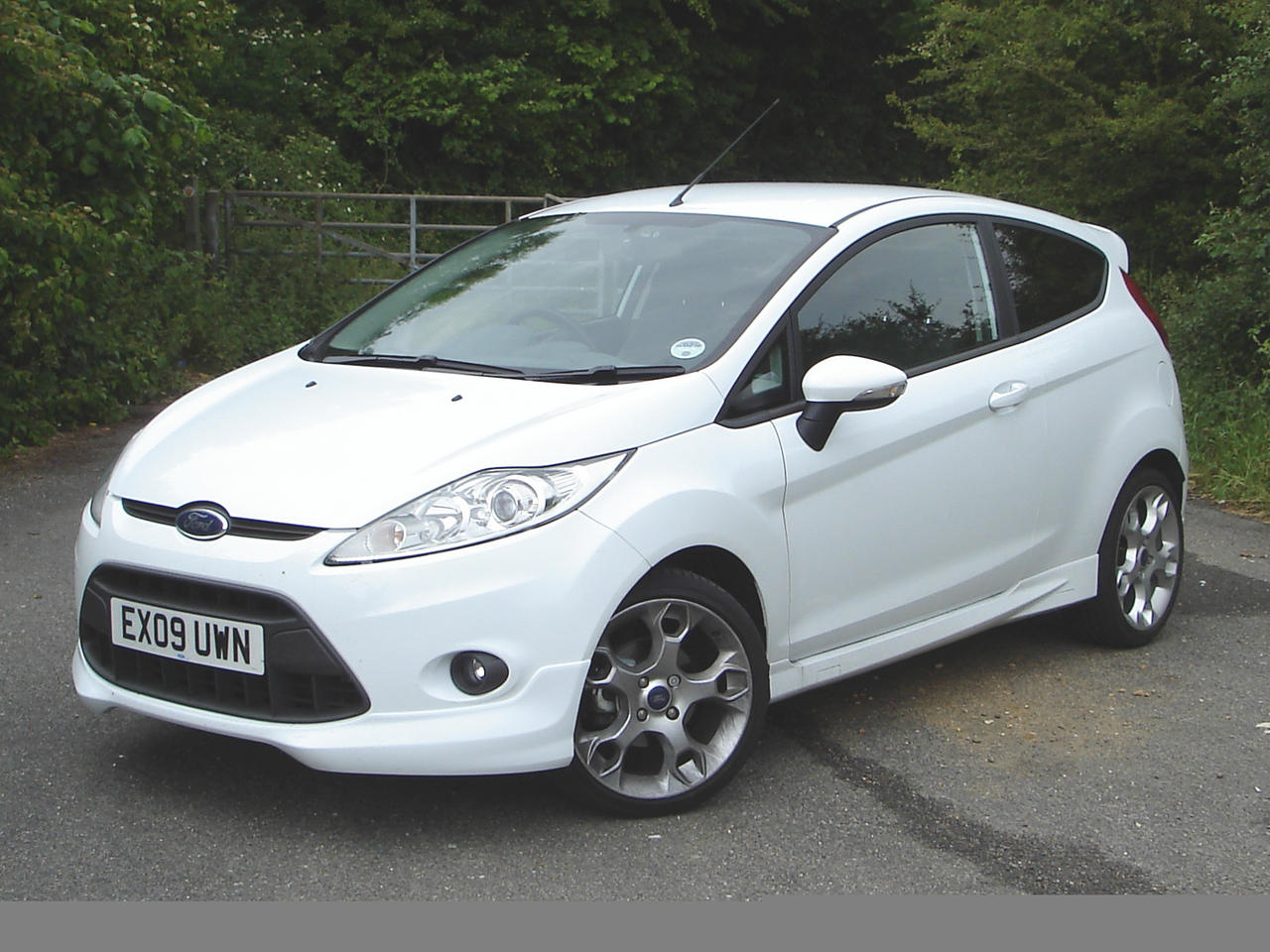 ford cars ford fiesta white. Black Bedroom Furniture Sets. Home Design Ideas