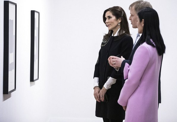 At the opening night, Crown Princess Mary wore a YDE Coat from Spring Summer 2016 Collection. Denmark and South Korea