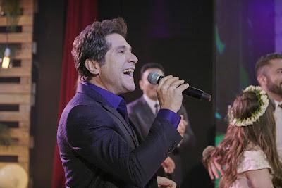 Daniel canta durante a festa (Crédito: Victor Silva/RNW)