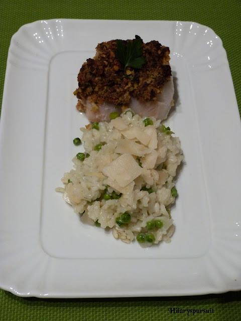 Dos de cabillaud et son crumble de chorizo, risotto aux petits pois