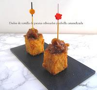 Dados de tortilla de patatas rebozada y cebolla caramelizada