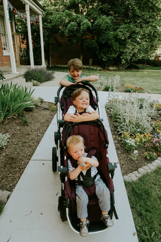 Choosing the Best Tandem Stroller (aka Double Stroller) by mommy blogger Michelle of Mumsy