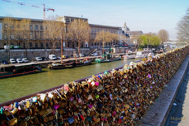 Puente de los enamorados en Paris,