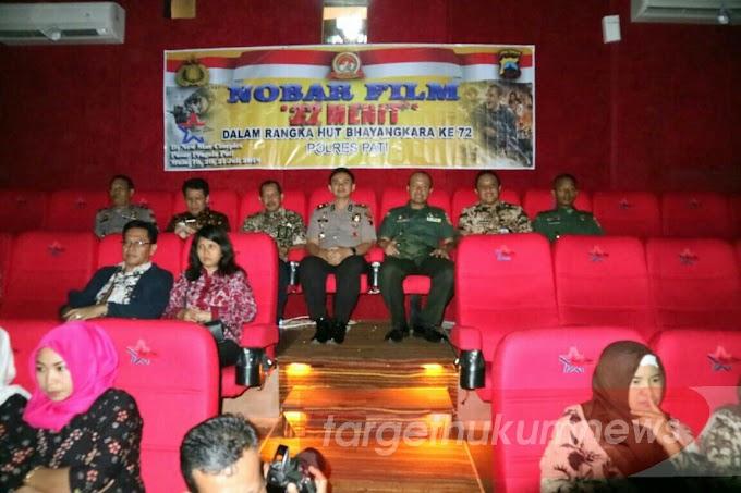 TNI Dan Polri Bersama Forkompinda Sinergitas Nobar Film Berjudul 22 Menit