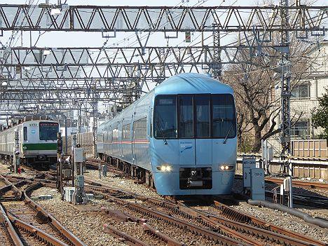 小田急電鉄・東京メトロ千代田線 メトロおさんぽ号 60000形
