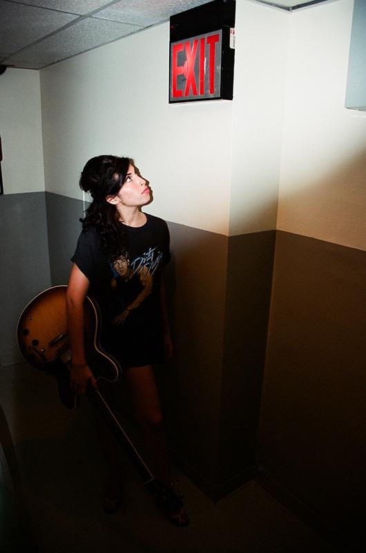 Charles Moriarty pretende lançar livro com imagens de Amy Winehouse