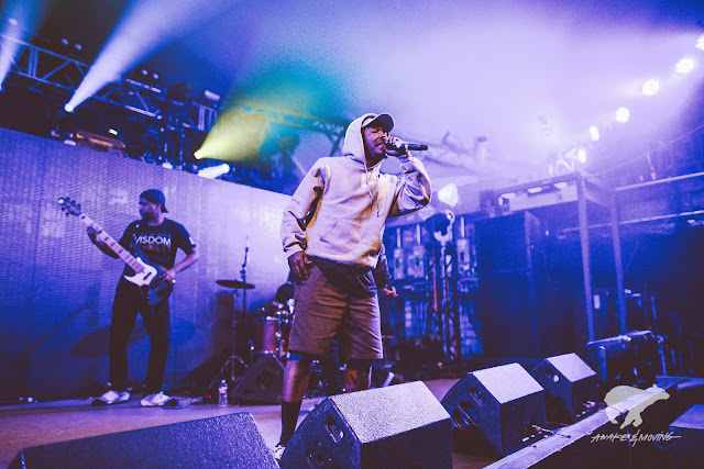 Dizzy Wright performs with live band.