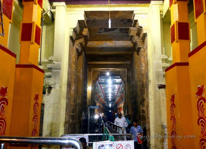 Interior corridor of Ramanathaswamy Temple, Rameshwaram