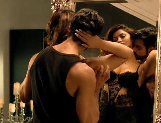 Bollywood Actress Urvashi Rautela Hot, Sexy, Bikini Photo -5631