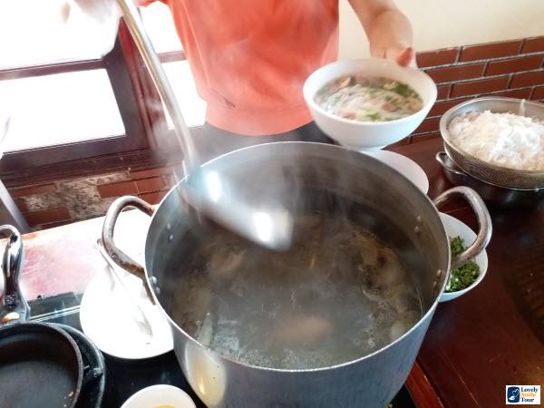 ทัวร์เวียดนามเหนือ holiday sa pa hotel อาหารเช้า เฝอ