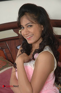Manoj Nandam Smitika Acharya starring Ye Rojaithe Chusano Movie Stills  0002.jpg